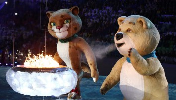 Олимпийският огън в Сочи изгасна (снимки)