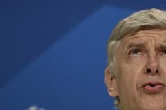 Подолски защити Венгер: Той изгради клуба
