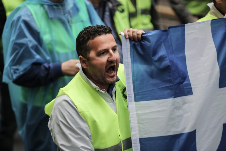 Докери и моряци се подготвят за масови протестни демонстрации днес