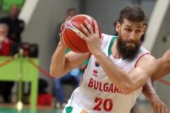 България загуби драматичен мач в Ботевград