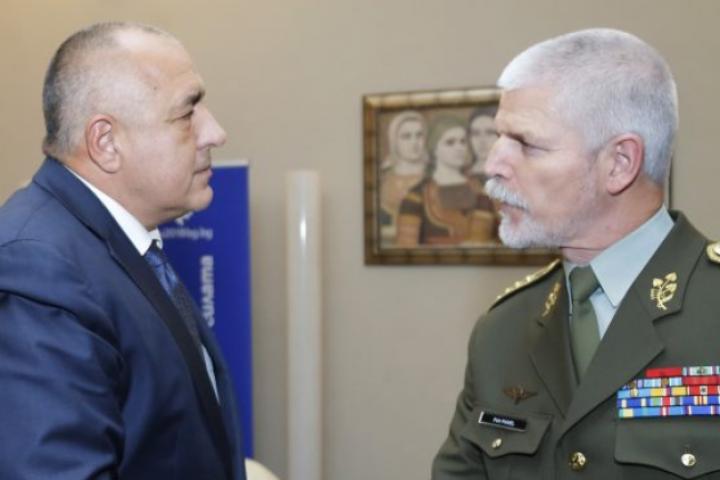 Той е в България по покана на началника на отбраната