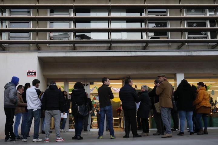 Очаква се избирателната активност да достигне 80 процента. До вота
