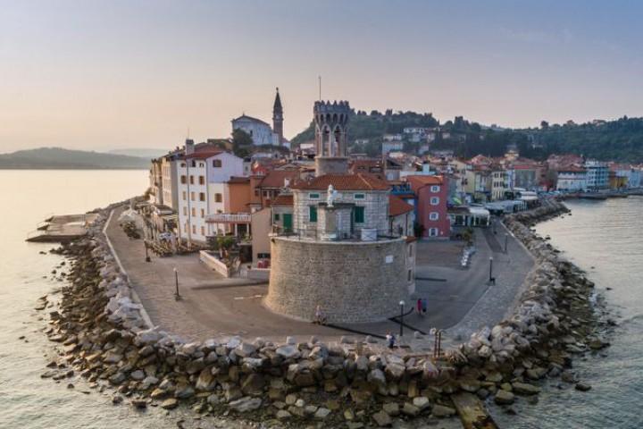 Решение от юни тази година изисква Хърватия да осигури достъп