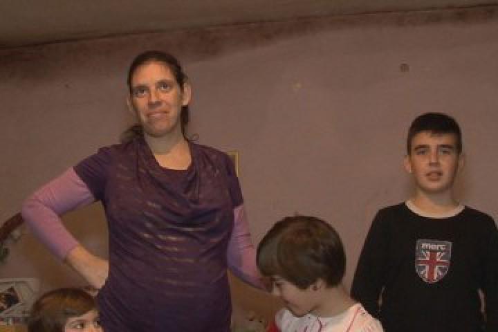 Ивелина Митева отглежда сама трите си деца - 11-годишно момче
