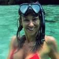 Алекс Раева на тропическа ваканция с гаджето