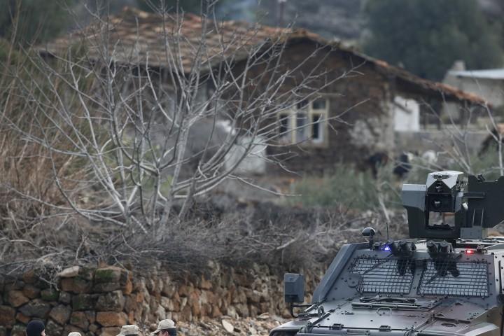 Дамаск и Техеран приканиха Турция незабавно да прекрати военната си