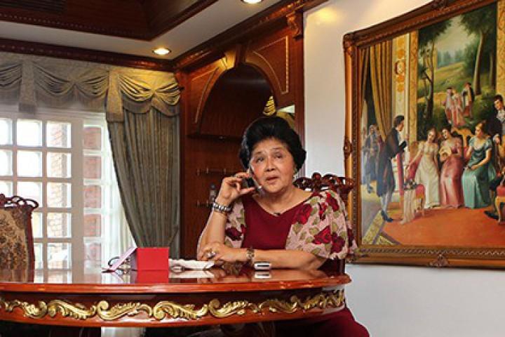 Докато президентът на Филипините избива и затваря опозиционерите и прибира