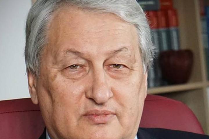 Това той прави без да нарушава ангажиментите на България към