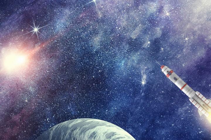 На Луната има тонове оборудване и следи от първите хора,