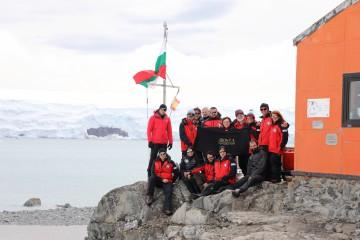Abogea@abv.bg | С първата група на юбилейната 25-та българска антарктическа експедиция , козметичните продукти на Abogea Professional Line стъпиха на ледената пустиня Антарктида. | 1 харесвания